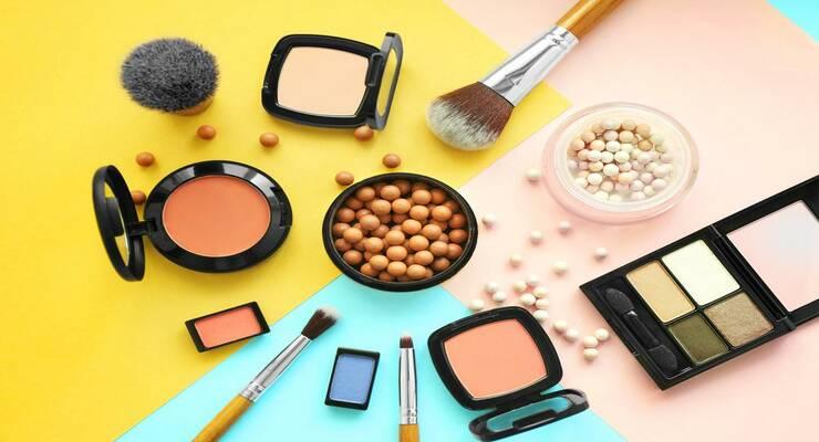 Фото к статье: 10 новинок осени для идеального макияжа и маникюра