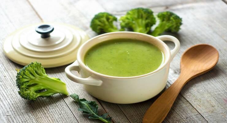 Фото к статье: Яркий суп из брокколи