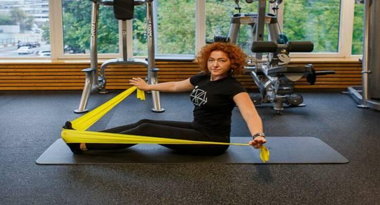 Фото к статье: 6 упражнений с эспандером для идеального пресса