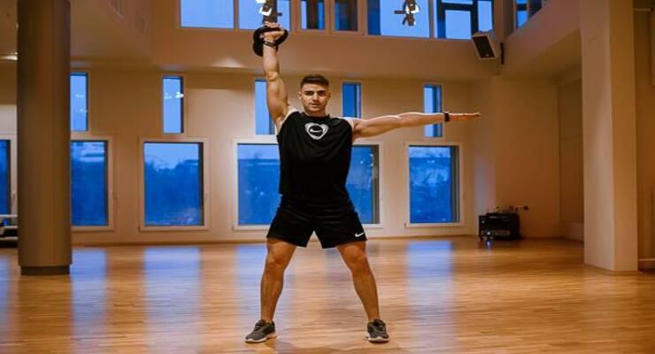 Фото к статье: Короткая круговая тренировка с гирей, которая поможет вам похудеть