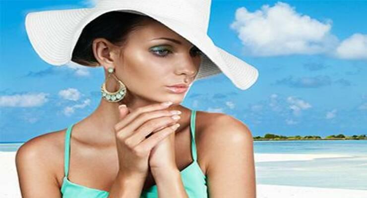 Фото к статье: Пляж и макияж:  какую косметику использовать