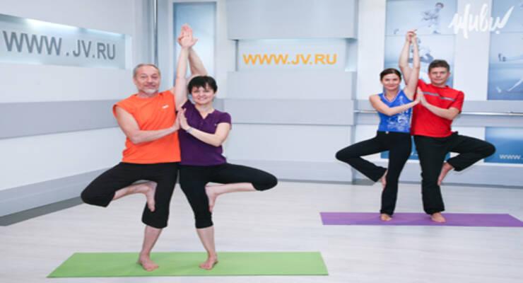 Фото к статье: Премьера на «ЖИВИ!»: «Парная йога» с Александром Ласточкиным