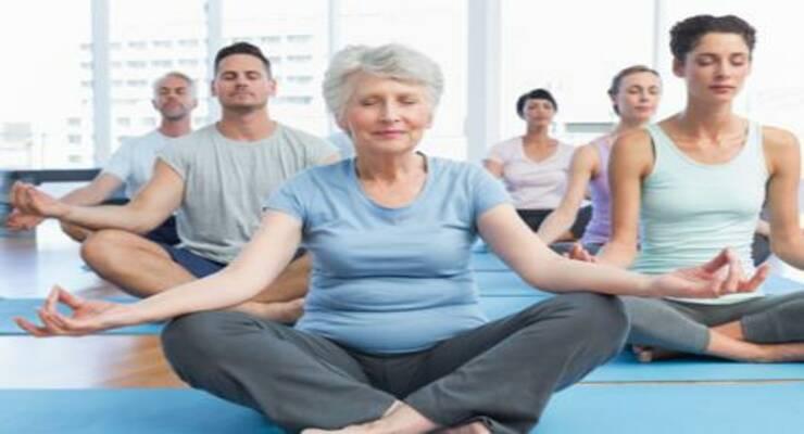 Фото к статье: Вечная молодость: йога для пожилых