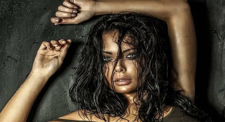 Фото к статье: Эффект мокрых волос: как сделать самую модную укладку лета