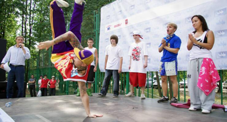 Фото к статье: Выходные с «ЖИВИ!»: танцы в парке и йога на заводе