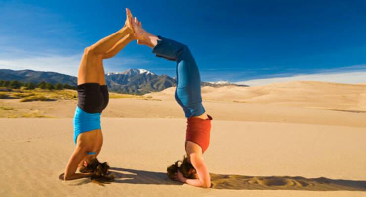 Фото к статье: Йога для начинающих: подготовка к перевернутым позам