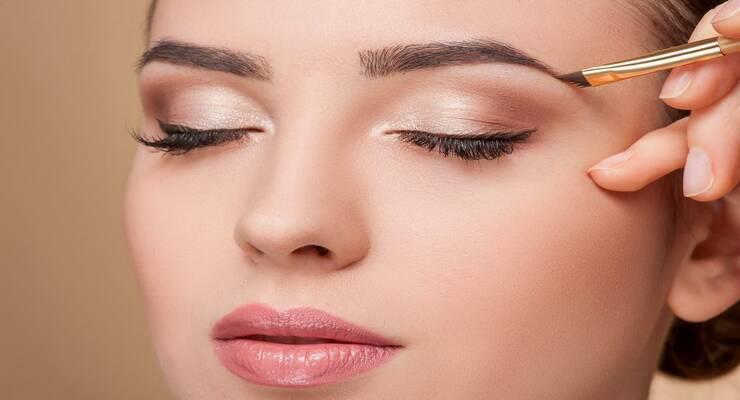 Фото к статье: Подвести черту: косметика для бровей