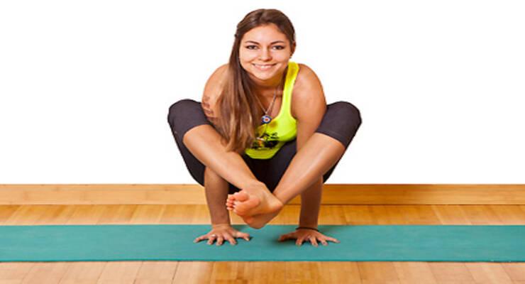 Фото к статье: Асаны йоги для продвинутых: делаем стойки на руках (ФОТО)