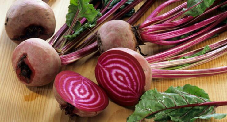 Фото к статье: «Хорошая еда». Свекла: холодный суп и салат с грушей