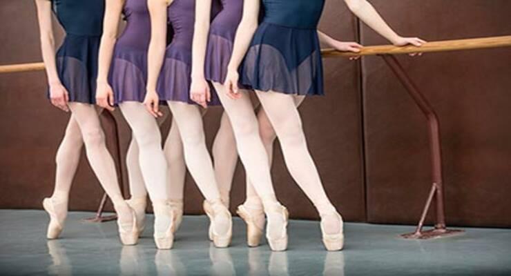 Фото к статье: Как у балерин: домашний урок балета со стулом (ФОТО)