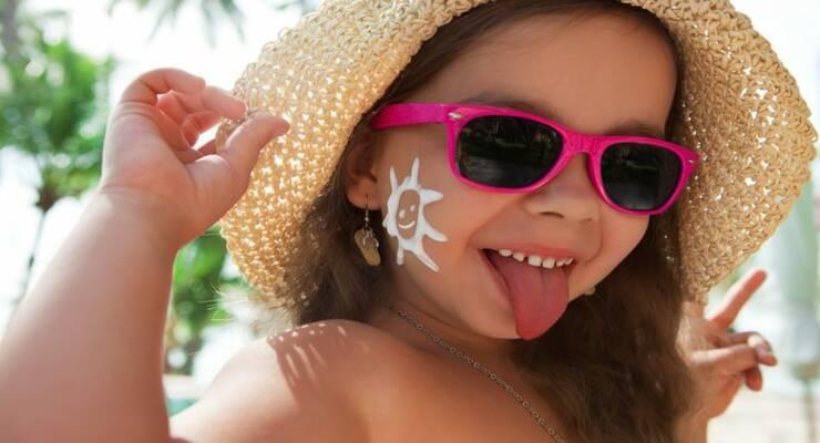 Фото к статье: Как выбрать лучший солнцезащитный крем для ребенка