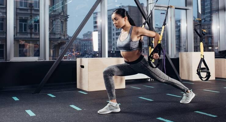 Фото к статье: Чем можно заменить выпады: упражнения в тренажерном зале