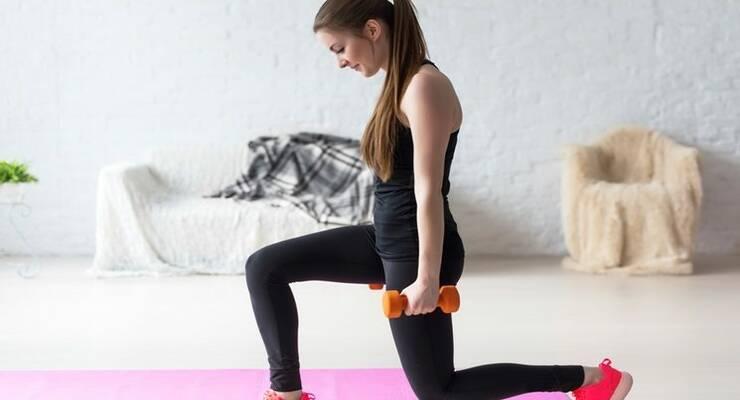 Фото к статье: Чем можно заменить выпады: упражнения для тренировки дома
