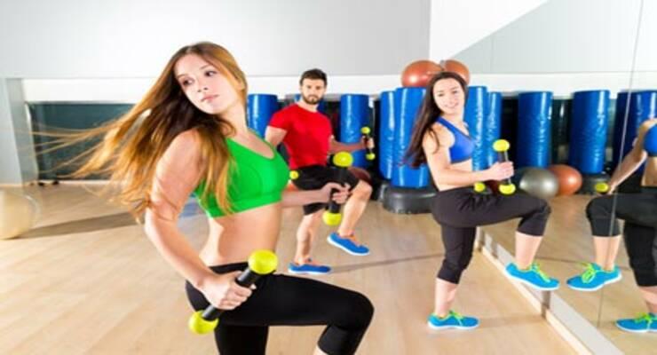 Фото к статье: Три тренировки для похудения в домашних условиях