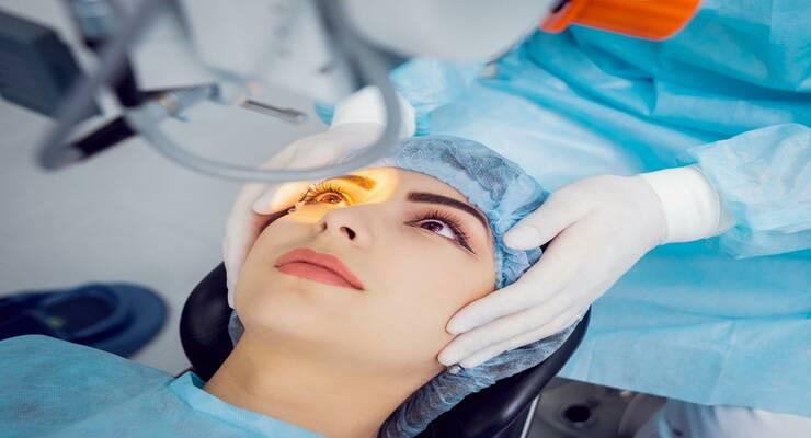 Фото к статье: Операция по коррекции зрения: когда ее лучше сделать?