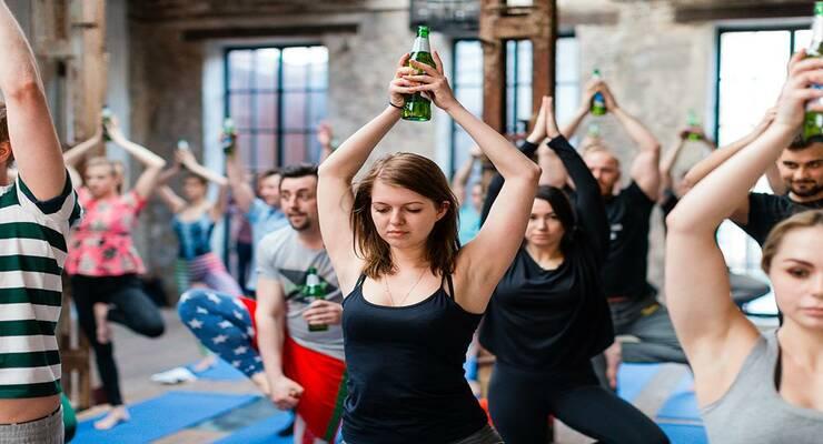 Фото к статье: В России стартовала пивная йога