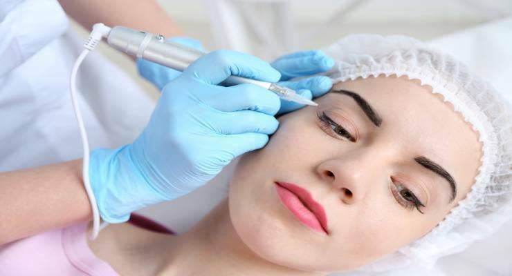 Фото к статье: Перманентный макияж глаз, губ, бровей: стоит ли делать перед отпуском?