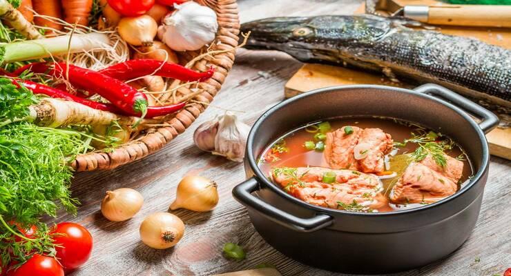 Фото к статье: 5 рецептов рыбных супов от шеф-поваров