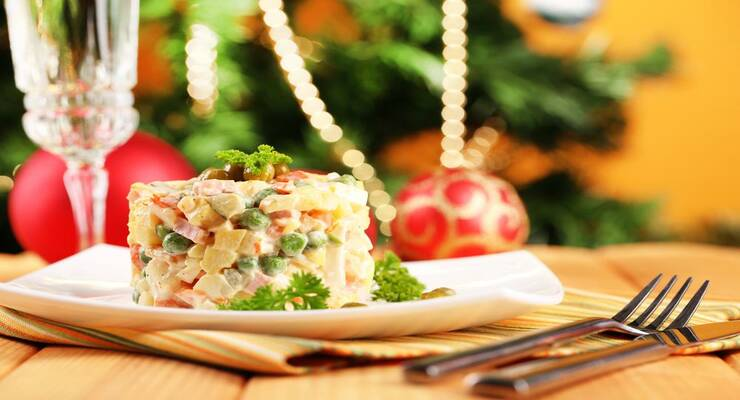 Фото к статье: Новогодняя классика: 5 рецептов салата оливье