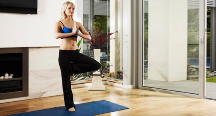 Фото к статье: Инна Видгоф о том, как важно практиковать йогу дома