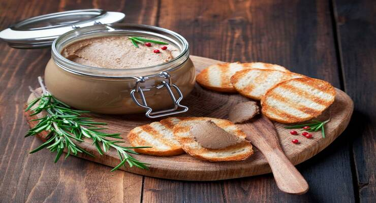Фото к статье: Паштетный мусс с беконом и грецкими орехами