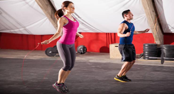 Фото к статье: Прыжковые тренировки: похудение со скакалкой