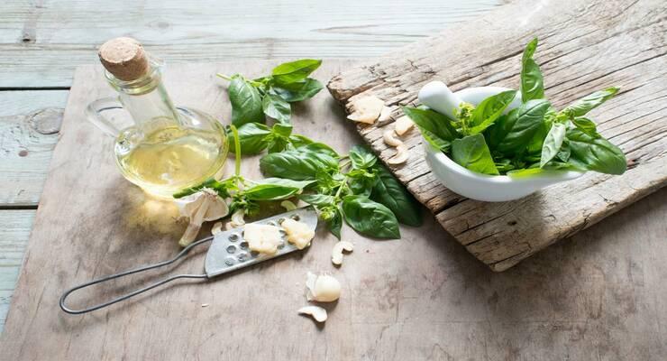 Фото к статье: 5 рецептов заправок для зеленых салатов