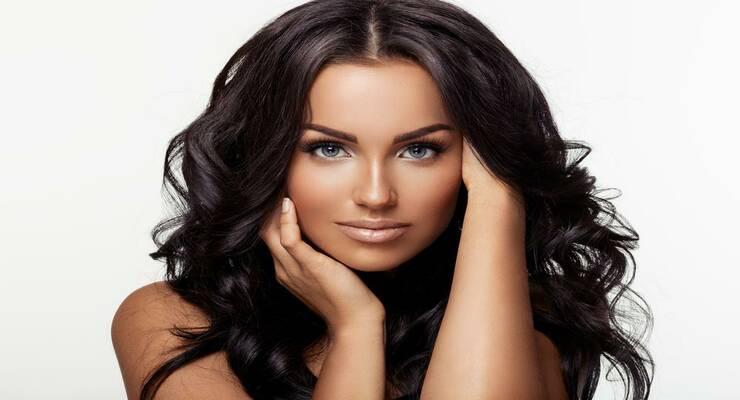 Фото к статье: 18 средств для укладки волос, которые делают прическу сами