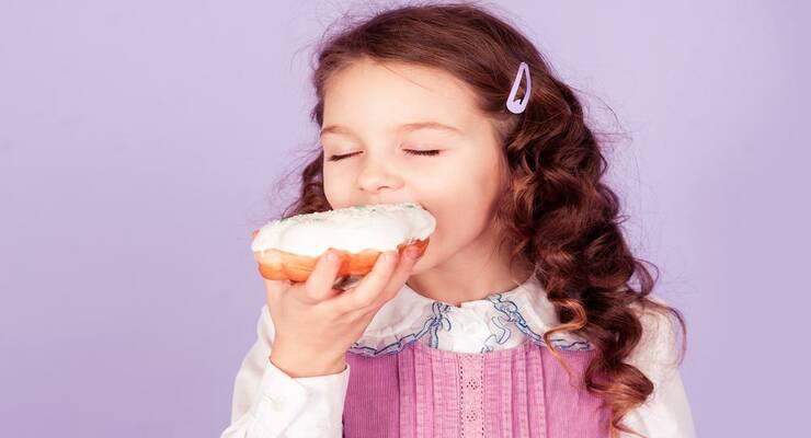 Фото к статье: Сладкие лакомства: как приучить  ребенка есть их в меру