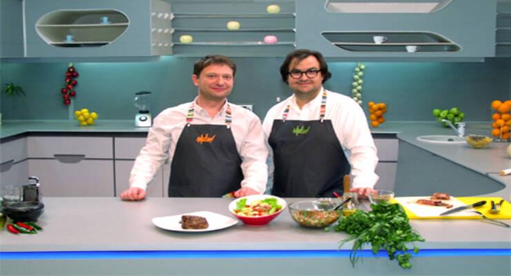 Фото к статье: «Хорошая еда» с ресторатором. Салат из говядины, сальса и антрекот