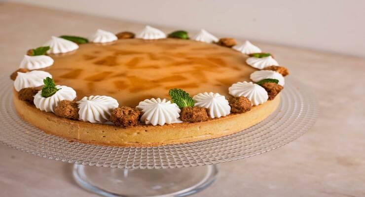 Фото к статье: Ананасовый «перевернутый» пирог с грецкими орехами