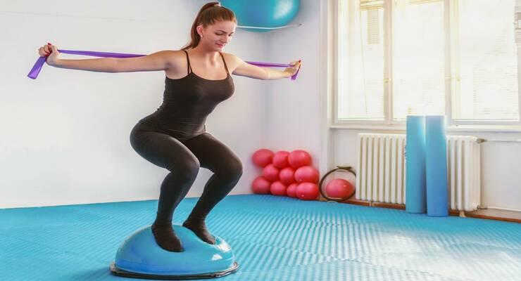 Фото к статье: BOSU, подушка, диск: с чем лучше выполнять упражнения на баланс