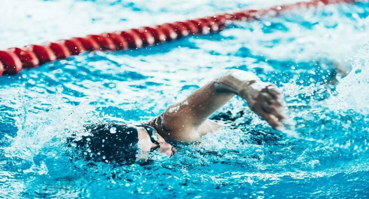 Фото к статье: Тренировка в бассейне: 4 способа выжать из нее максимум пользы
