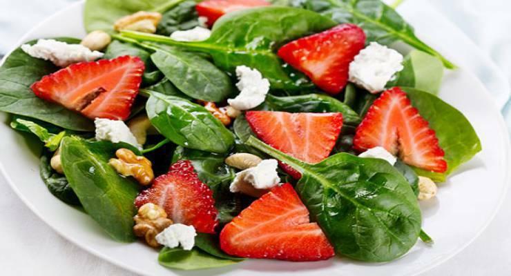 Фото к статье: Лучшие салаты из клубники: рецепты от шеф-поваров. Часть 2