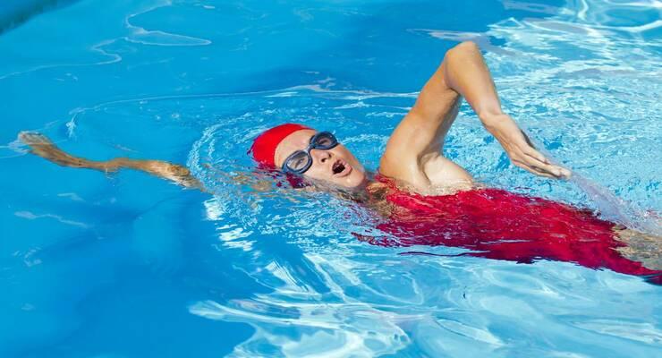 Фото к статье: Как плавать кролем: видеоурок для новичков