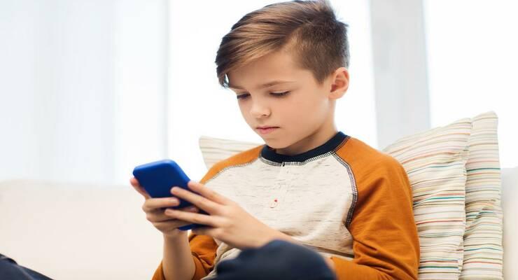 Фото к статье: Как защитить зрение ребенка от гаджетов