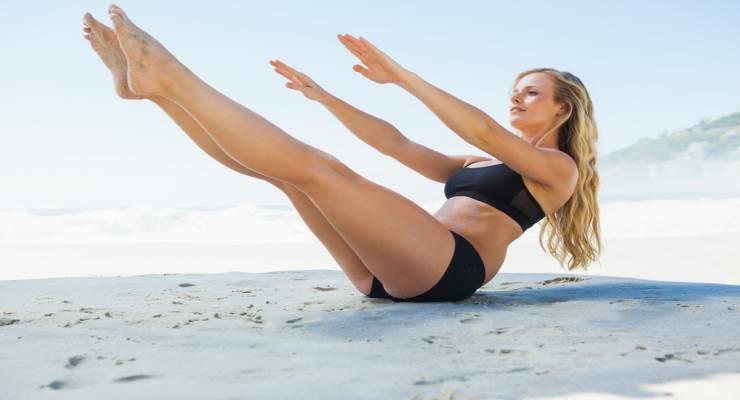 Фото к статье: Тренируйся в отпуске: упражнения пилатеса