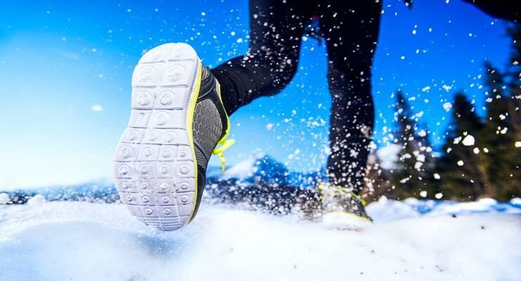 Фото к статье: То дождь, то снег: как выбрать кроссовки для тренировок на улице