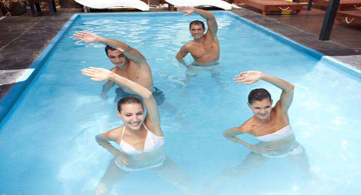 Фото к статье: Тренировка в воде: как заниматься в бассейне, море, реке