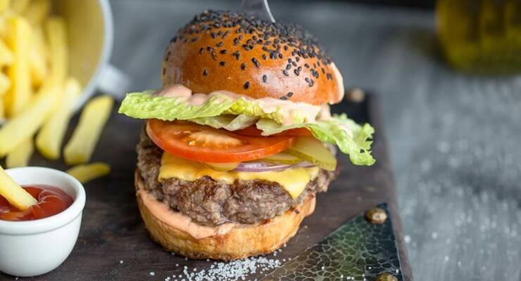 Фото к статье: Простой рецепт чизбургера