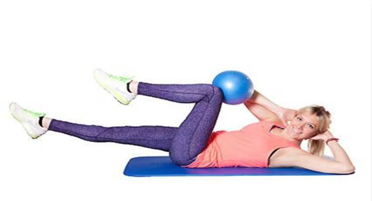 Фото к статье: Тренировка с пилатес–мячом