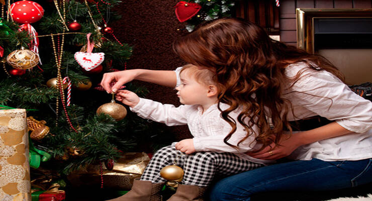 Фото к статье: Как нарядить елку для ребенка
