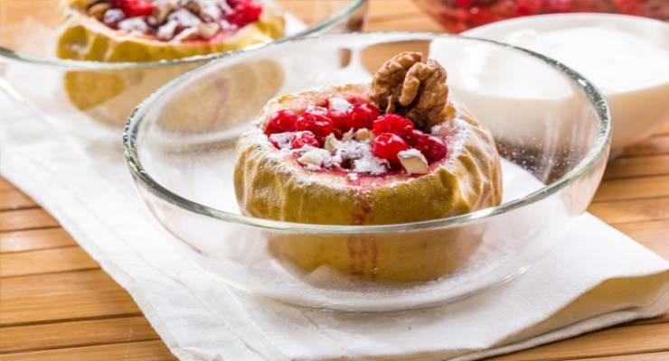 Фото к статье: Яблоки, запеченные с брусникой