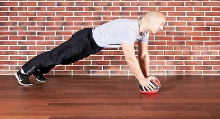 Фото к статье: Круговая тренировка с набивными мячами