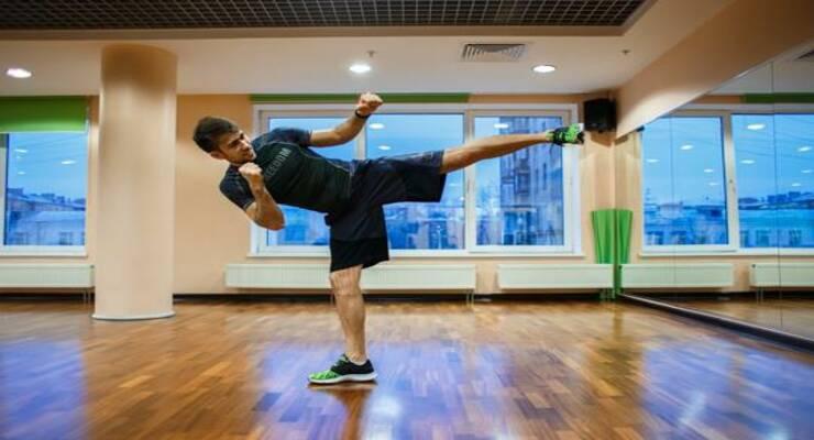 Фото к статье: Похудеть после праздников: интенсивная тренировка по кикбоксингу