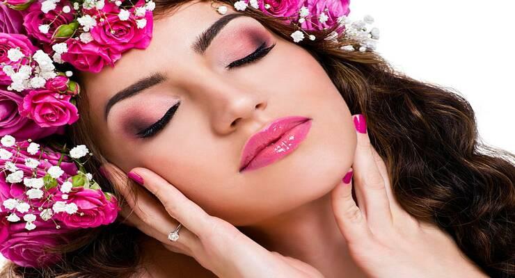 Фото к статье: Весенний макияж: оттенки розового для век, губ и щек