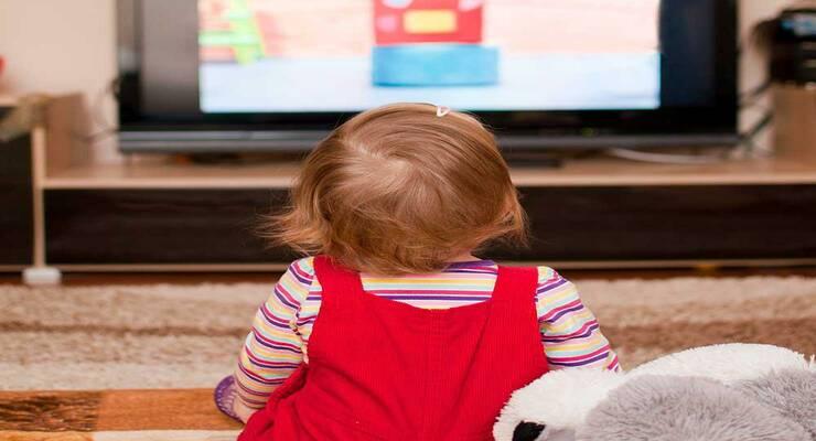 Фото к статье: Помогут ли мультики малышу быстрее заговорить?
