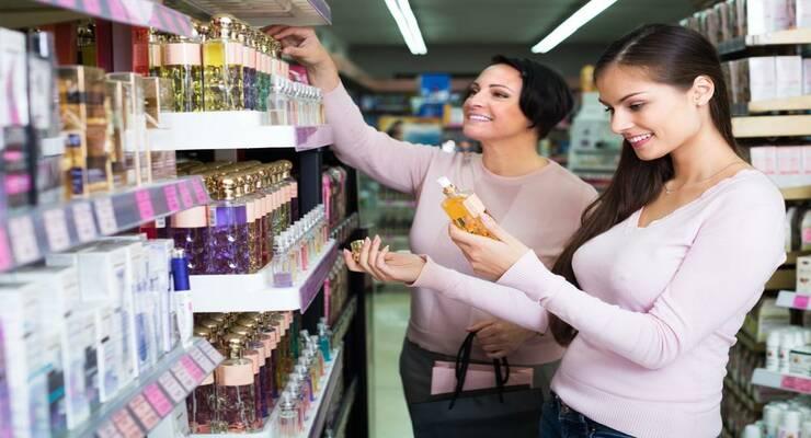 Фото к статье: Как выбрать духи в 20, 30 и 40 лет
