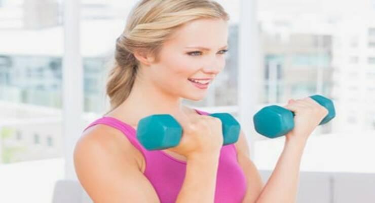 Фото к статье: Фитнес-тренировки с отягощениями: как не навредить суставам?