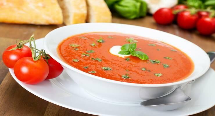 Фото к статье: Томатный суп с креветками и семгой